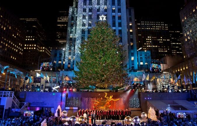 a very merry christmas guide to new york city wwwagreatbighunkofworldcom - Big Christmas Tree In New York
