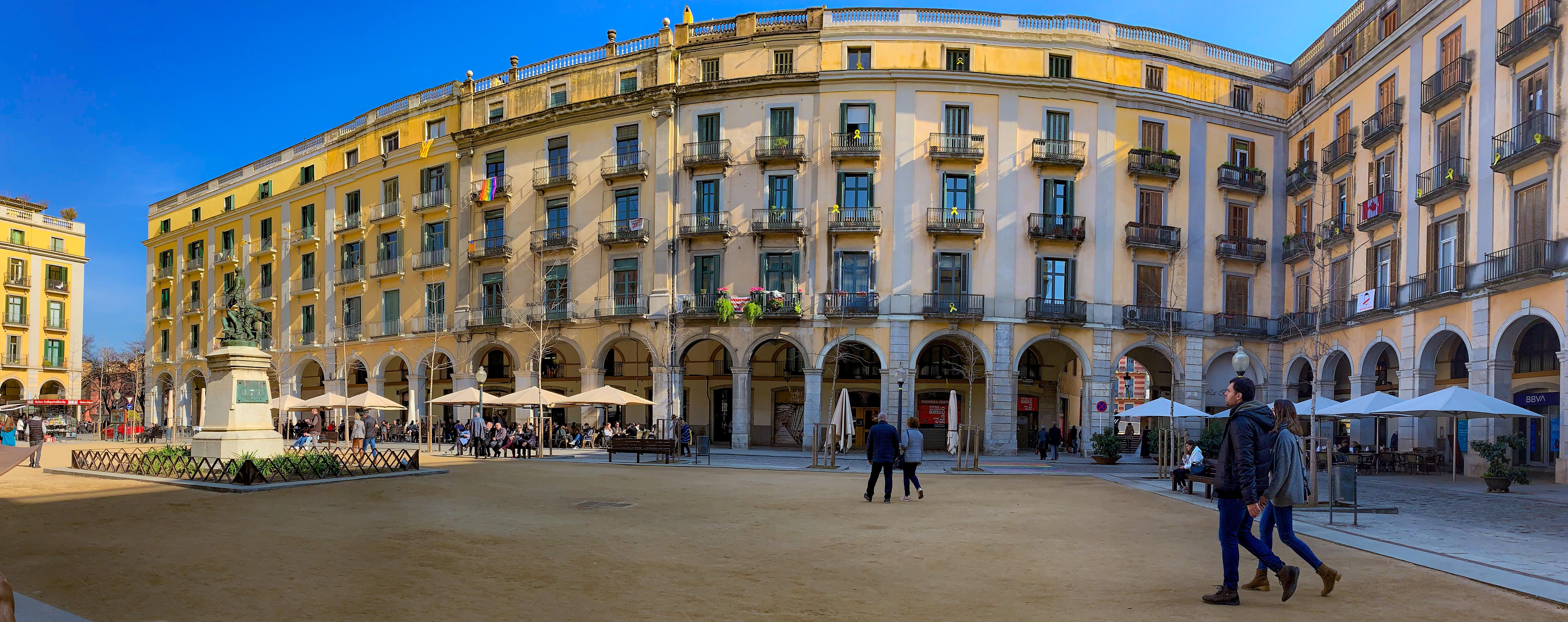 Girona: One Historic Day in Catalonia, Spain | Day Trips from Barcelona | A Great Big Hunk of World | www.agreatbighunkofworld.com | Rambla de la Libertad